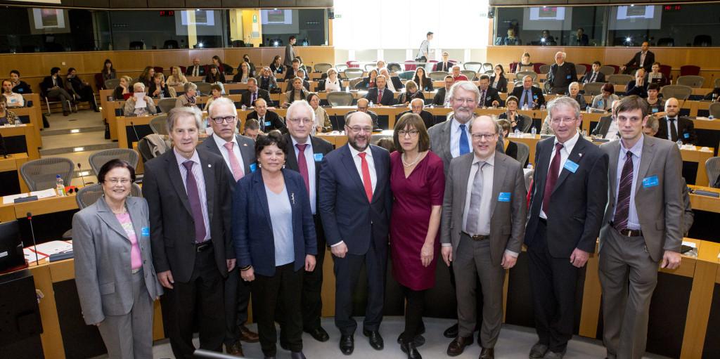 EU-Parlamentspräsident Martin Schulz begrüßt mehr als 100 Vertreter der europäischen Tschernobyl-Solidaritätsbewegung in Brüssel
