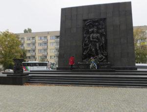 Warschau: Denkmal des Aufstandes des jüdischen Ghettos