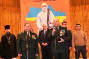 """Das Foto zeigt Redner beim Festival """"Tschernobyl-Motive"""" bei der Ansprache."""