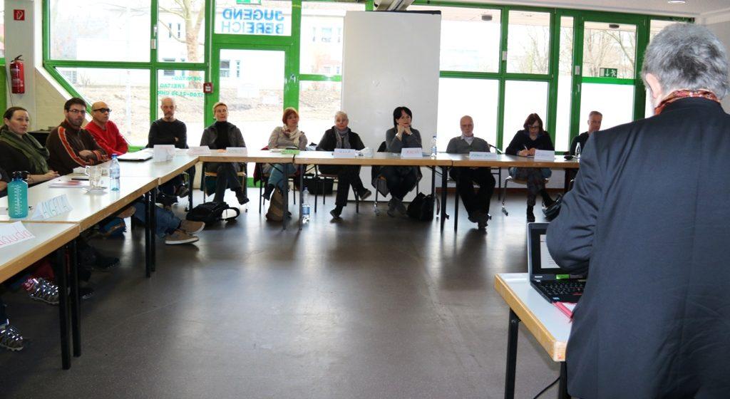 DoKuMente: Drei Experten vermitteln Fachwissen zum Aufenthaltsrecht
