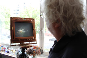 Auf dem Kopf: John zeigt den Mechanismus seiner Kameras