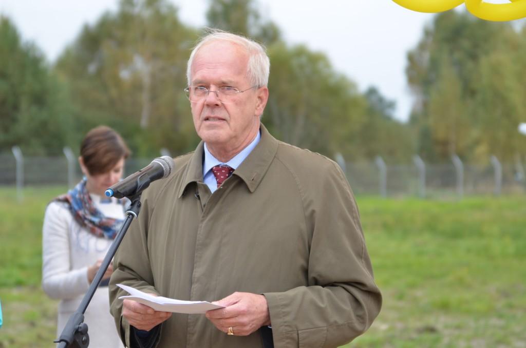 Петер Деттмар приветствует участников на открытии станции