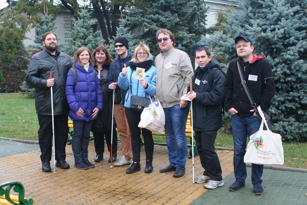 Audio-Navi für Blinde besteht Praxistest am Tag des Weißen Stocks in Charkiw