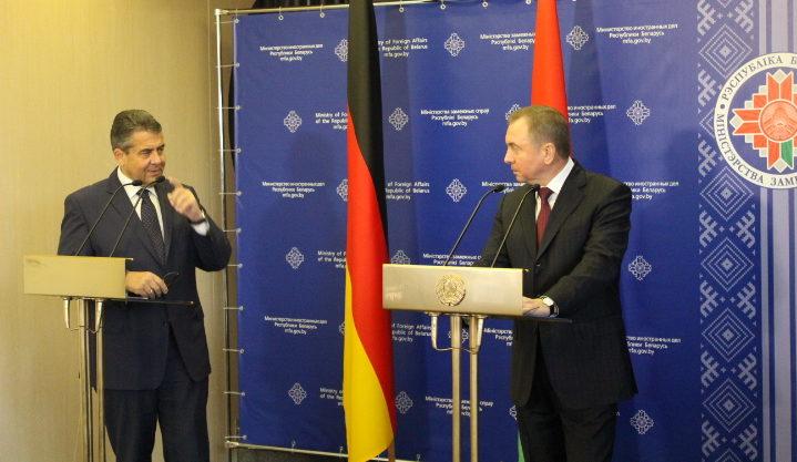 """Außenminister Sigmar Gabriel besucht 15. Minsk- Forum in der IBB """"Johannes Rau"""" Minsk"""