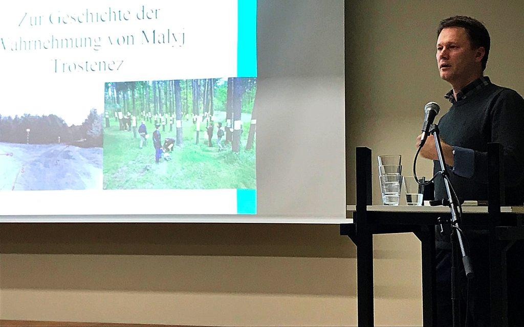Dr. Aliaksandr Dalhouski referiert in Köln über die Geschichte der Wahrnehmung von Malyj Trostenez in Belarus