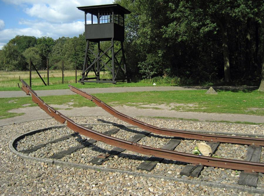 Fortbildung für Lehrkräfte und Mitarbeitende der Jugendarbeit: Studienfahrt zum NS-Durchgangslager Westerbork