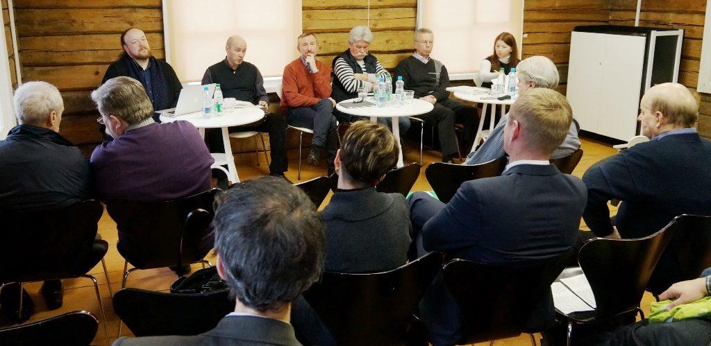 """Ausstellung """"Different Wars"""" löst eine lebhafte Diskussion über belarussische Geschichtsbücher aus"""