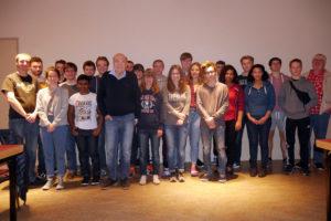 Micha Schliesser mit einer Gruppe Dortmunder Jugendlicher. Foto: Jugendring Dortmund