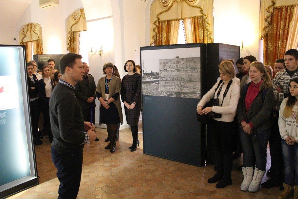 """Wanderausstellung """"Vernichtungsort Malyj Trostenez. Geschichte und Erinnerung"""" auf Schloss Mir in Belarus eröffnet"""
