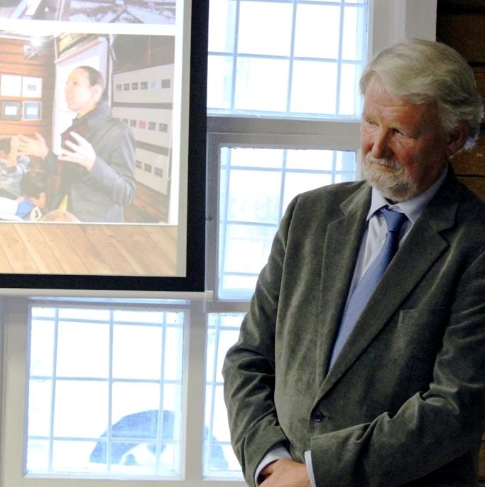 """Unser Foto zeigt Matthias C. Tümpel, Vorsitzender des IBB e.V. und der Teilhaberversammlung der IBB """"Johannes Rau"""" Minsk, vor seiner Ansprache zum Jahrestag der Geschichtswerkstatt."""