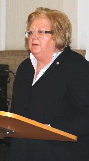 Dieses Foto zeigt Maria Schürmann, Bürgermeisterin der Stadt Wuppertal, bei ihrer Ansprache im historischen Rathaus Wuppertal-Barmen.