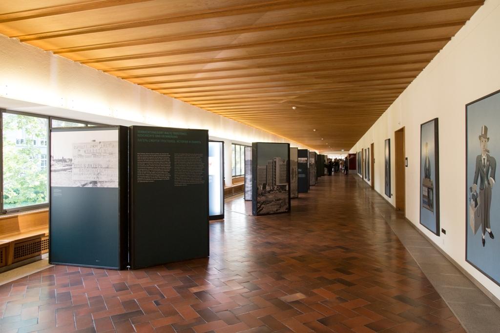 Ein Blick auf die Ausstellung im Kollegienhaus der Universität Basel.