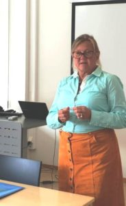 Projektmanagerin Ellen Magnus stellte am Dienstag, 28. August 2018, ein Fortbildungsprogramm für Geflüchtete vor.
