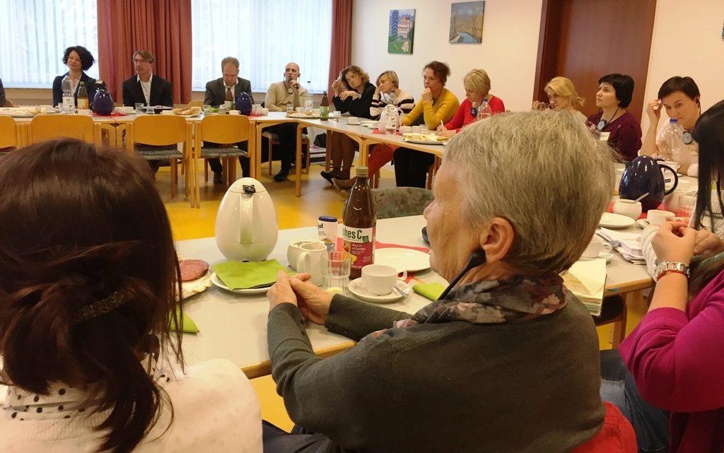 Unser Foto zeigt die Delegation in großer Runde im Wilhelm -Hansmann-Haus in Dortmund.