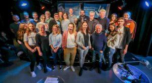 Sieben Künstlerinnen und Künstler - unterstützt durch die Botschafterinnen und Botschafter der Erinnerung und Mitarbeitende des IBB e.V. - leiteten die rund 70 Jugendlichen am letzten Schultag vor den Herbstferien beim ersten Jugendkongress ErinnerungsKULTUR im Fritz-Henßler-Haus an.