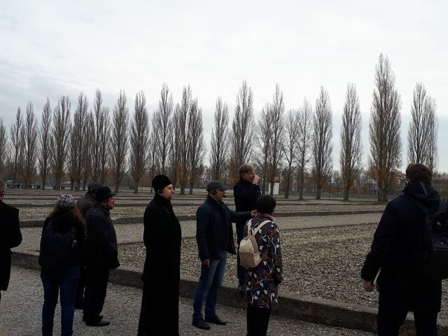 Interreligiöser Arbeitskreis der IBB Minsk besucht zum 80. Jahrestag der Reichspogromnacht die Gedenkorte Dachau und Flossenbürg