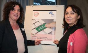 """Hildegard Azimi-Boedecker (r.) und Kirsten Ben Haddou vom IBB e.V. stellten das neue Projekt fokus³ zur interkulturellen Öffnung im """"Reinoldinum"""" in Dortmund vor. Foto: IBB e.V. - Mechthild vom Büchel"""