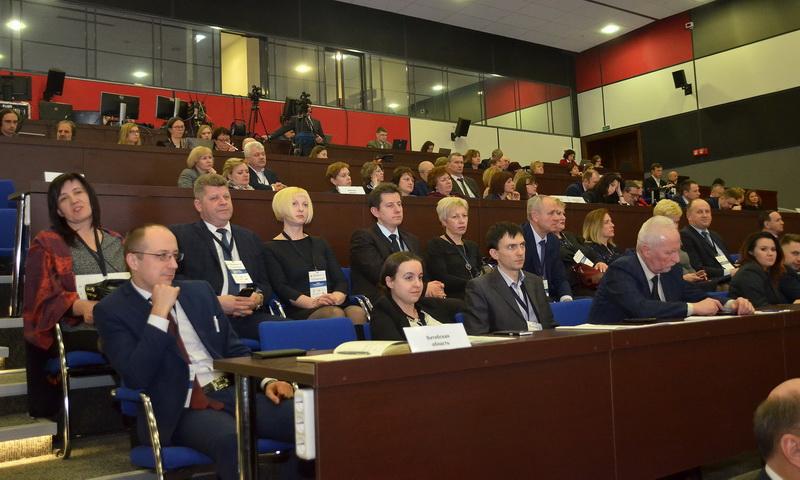 Uner Foto zeigt das Publikum des Nationalen Forums. Nur vier ausländische Experten waren zum ersten Nationalen Forum für Nachhaltigkeit Entwicklung in Minsk eingeladen.