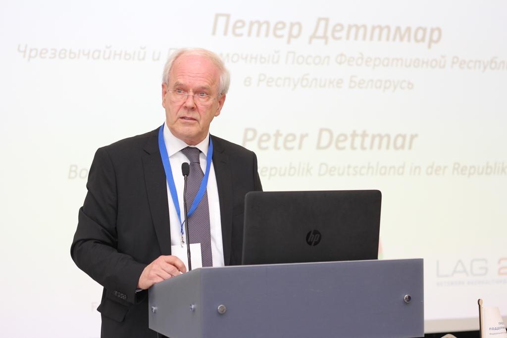 """Peter Dettmar, deutscher Botschafter in Minsk, begrüßte mehr als 150 Teilnehmerinnen und Teilnehmer zur Konferenz in der IBB """"Johannes Rau"""". Unser Foto zeigt Peter Dettmar bei seiner Ansprache."""
