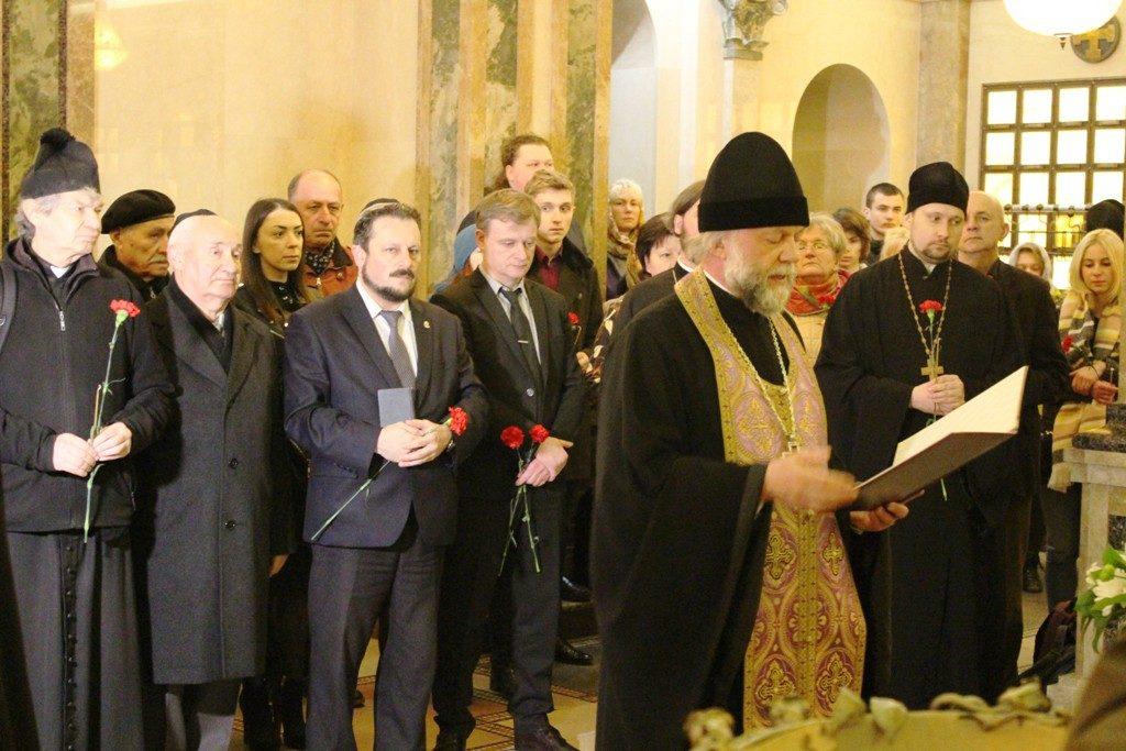 Kapsel mit Erde aus dem KZ Flossenbürg liegt nun in der Gedächtniskirche Aller Heiligen in Minsk