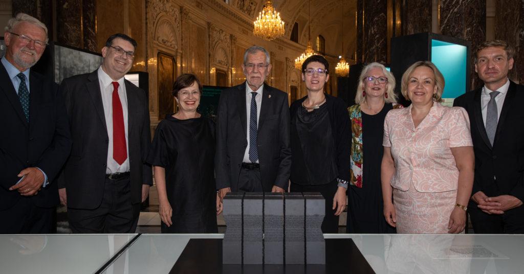"""Bundespräsident van der Bellen eröffnet Wanderausstellung """"Vernichtungort  Malyj Trostenez. Geschichte und Erinnerung"""" am Heldenplatz in Wien"""