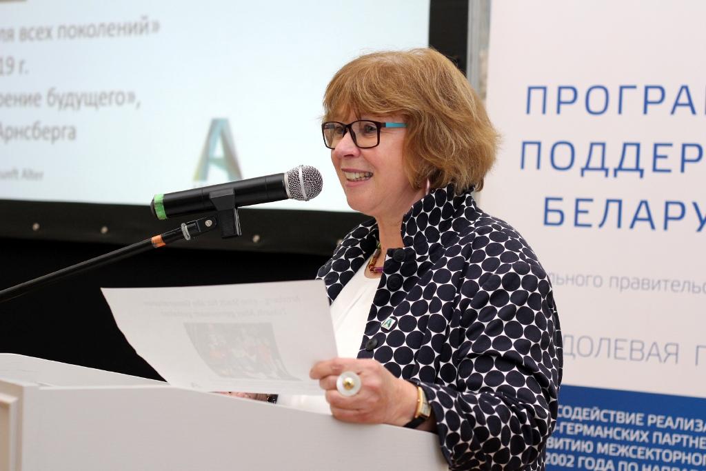 """Impulsvortrag von Marita Gerwin beim Forum """"Würdiges Altern"""" in Belarus."""
