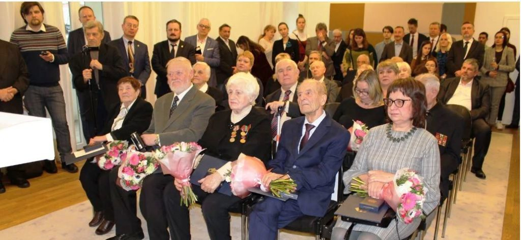 75 Jahre nach Ende des Zweiten Weltkriegs: Sieben Überlebende der NS-Zeit erhalten das Bundesverdienstkreuz in Minsk