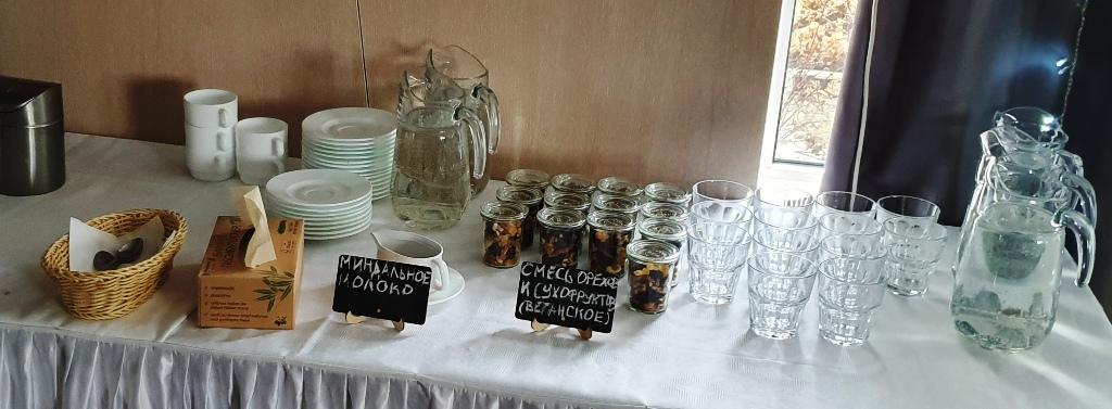 Das Foto zeigt ein Beispiel für Nachhaltigkeit bei Tagungen und Veranstaltungen: Wegwerfprodukte werden durch wiederverwendbare Materialien ersetzt.